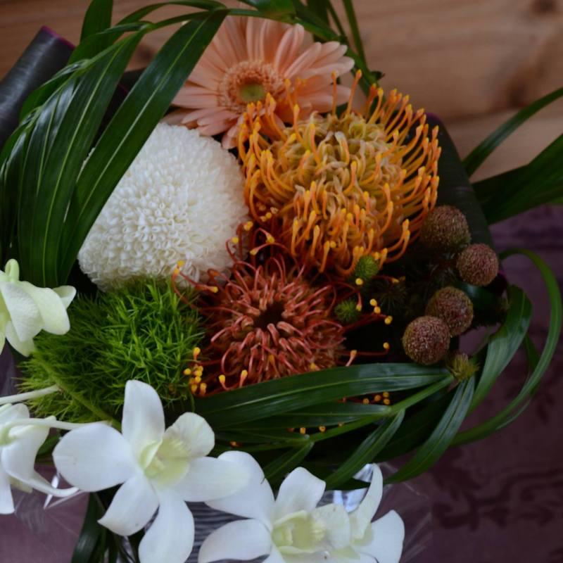 カフェの8周年記念のお祝い生花アレンジメントオーダー